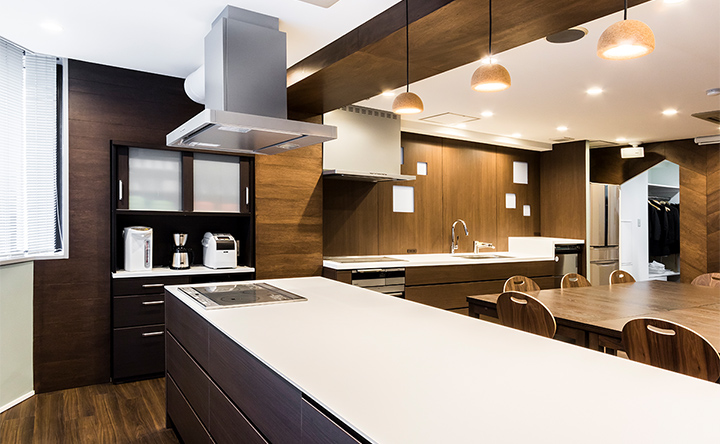 グループでの調理もしやすい、ゆったり使えるひろびろキッチン